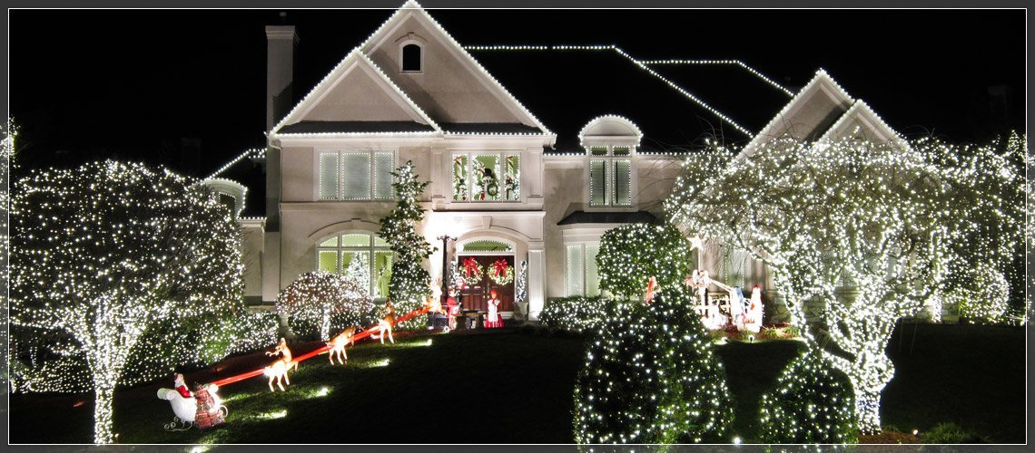 Outdoor christmas lights ideas for the roof for Illumination exterieur maison