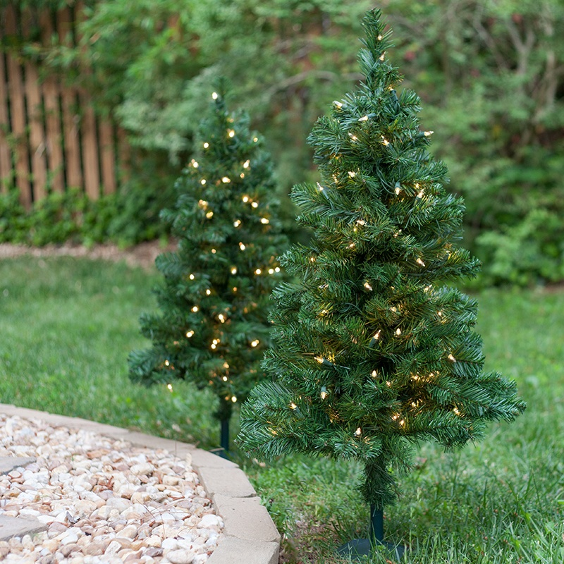 Outdoor decorations 2 39 walkway pre lit winchester fir Outdoor christmas tree photos