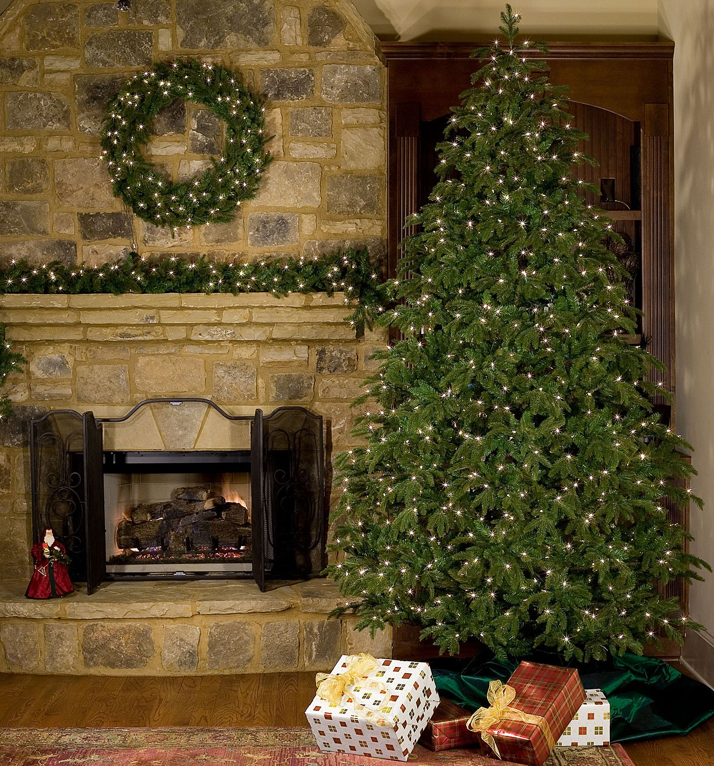 6.5' Fraser Fir Tree, 550 Clear Lamps
