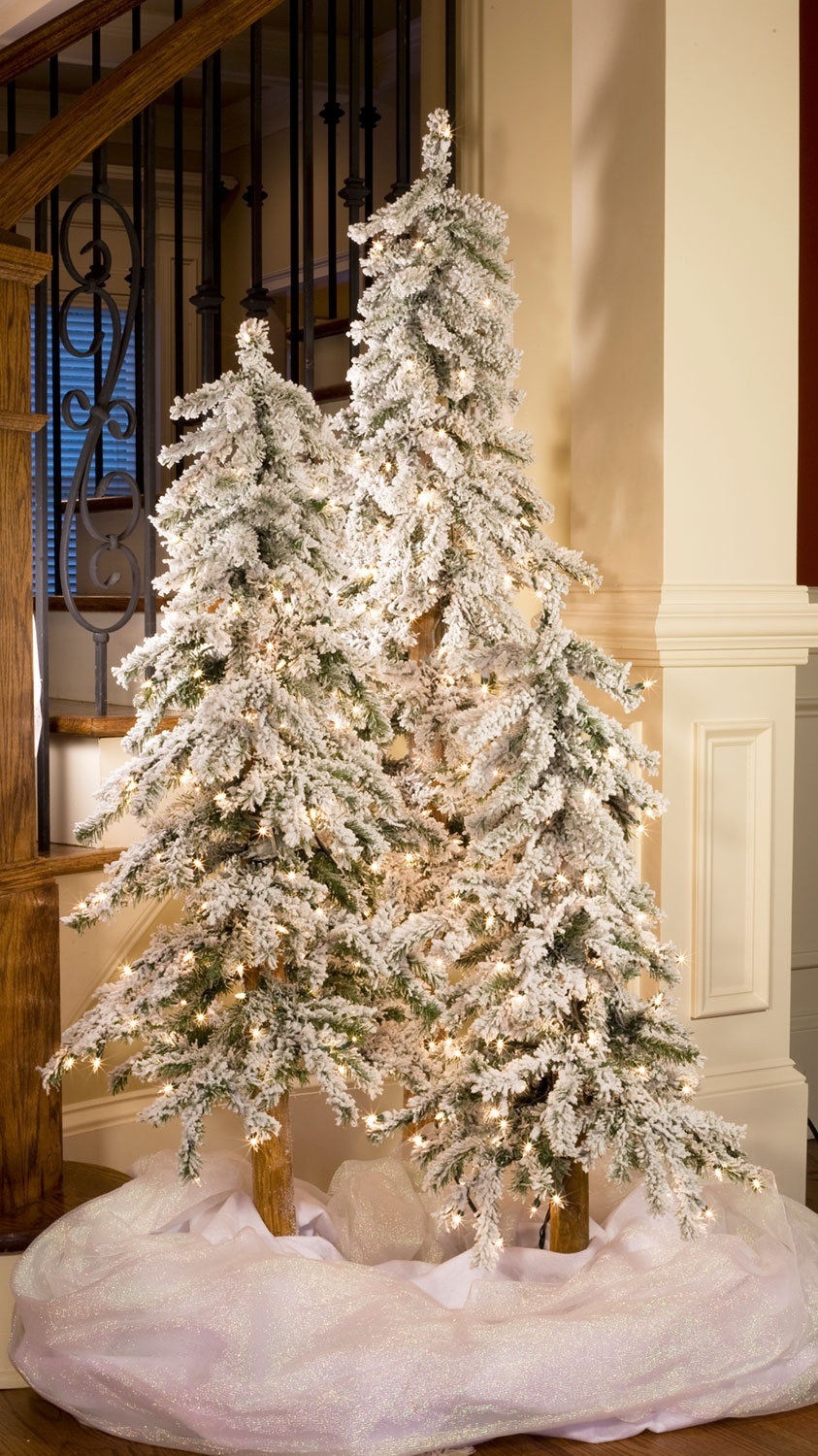 3' Flocked Alpine Tree, 100 Clear Lamps