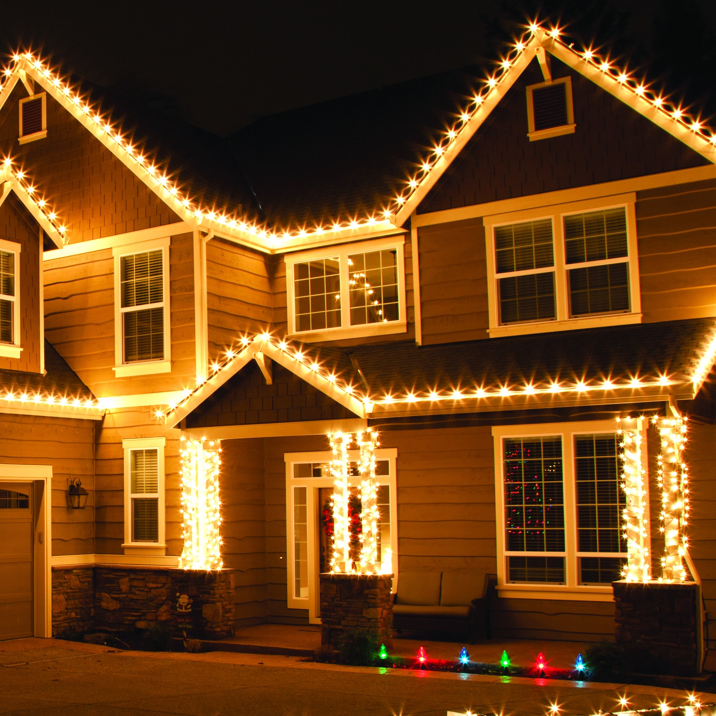 Outdoor christmas lights for Outer decoration of house