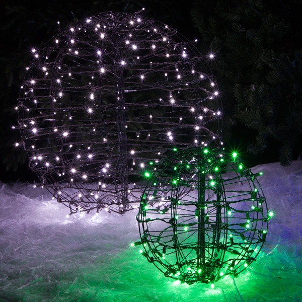Christmas Decorating With Floodlights : Christmas light balls