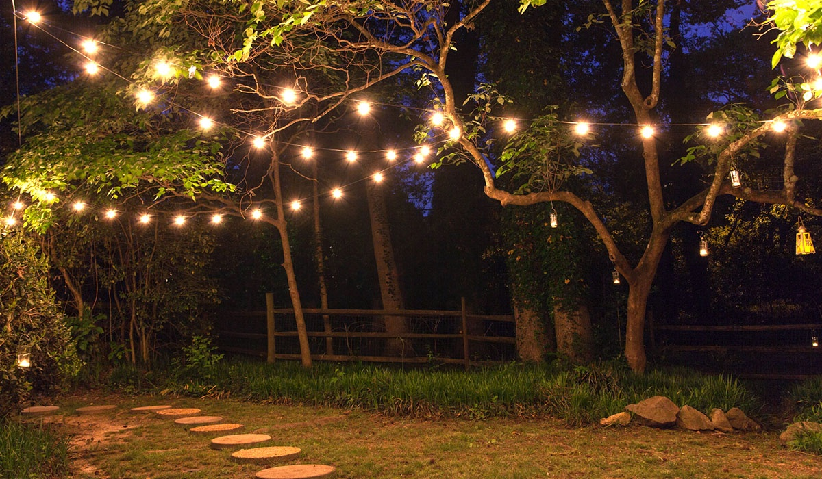 Patio string lights and bulbs for How to hang string lights on trees